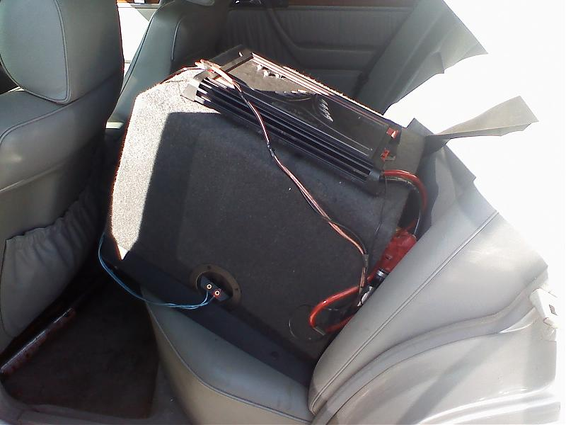 subwoofer locations in W124?-0206081356.jpg