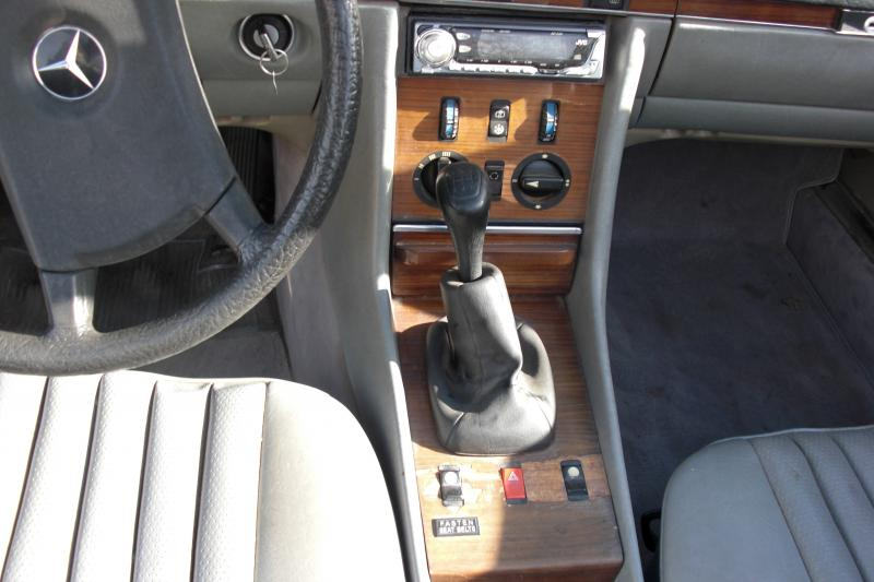 '83 280SL 5 Speed-156.jpg