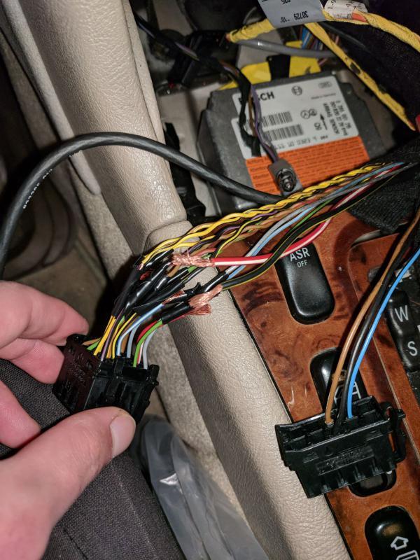 1998 E320 Radio Wiring Problem