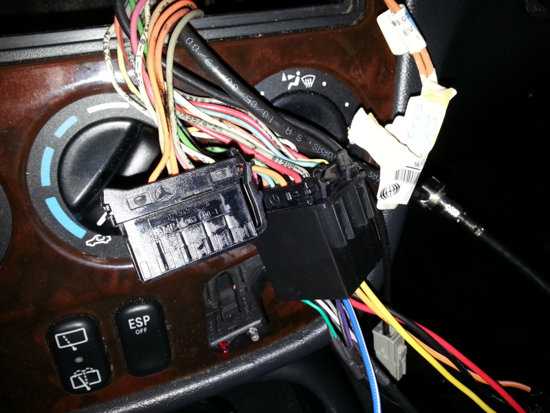 584986d1380550416 installing aftermarket double din 20130929_191447 installing aftermarket double din mercedes benz forum Ford Radio Wiring Diagram at crackthecode.co