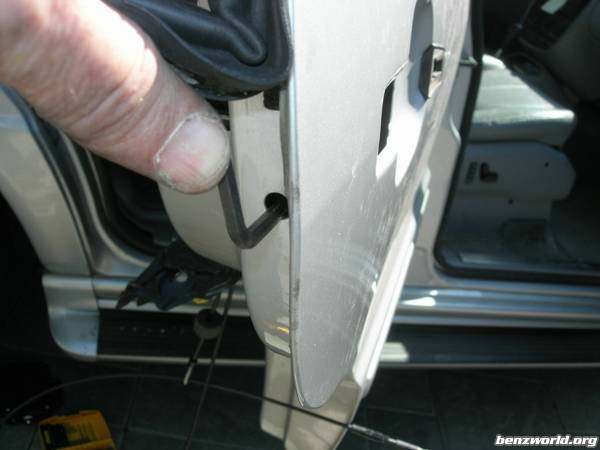 Rear Door Handle removal question - Mercedes-Benz Forum