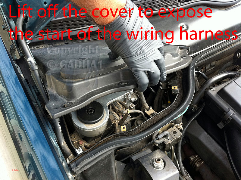 420878d1326766821 gadhas diy guide engine wiring harness 5 remove harness cover gadha's diy guide to engine wiring harness replacement 95 sl500 mercedes engine wiring harness at fashall.co