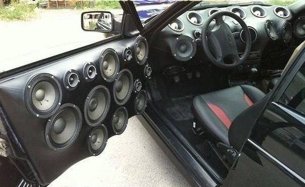 How Many Speakers Mercedes Benz A Class A  D