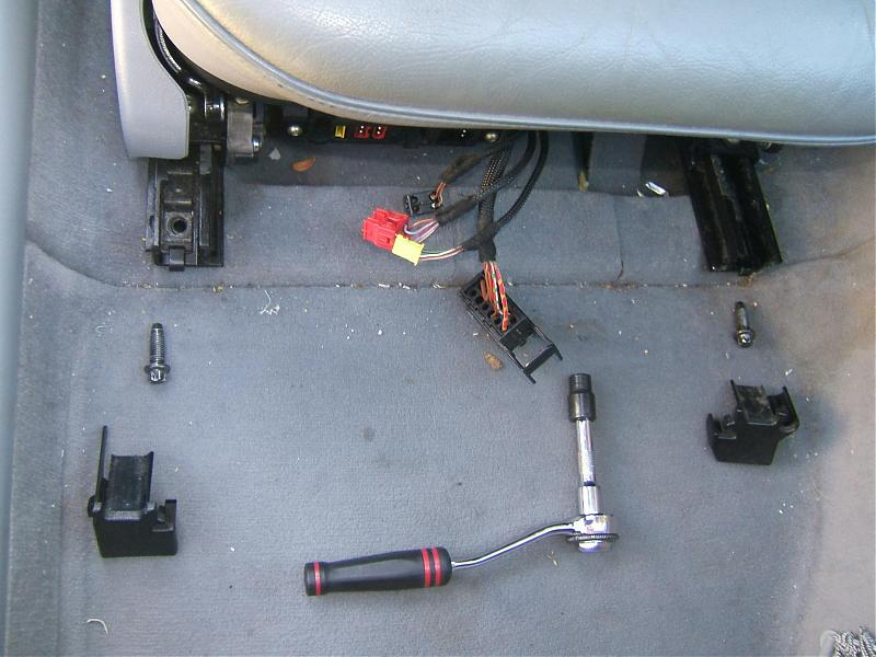SRS Airbag sensor light has came on!-benz-seat1-08.jpg