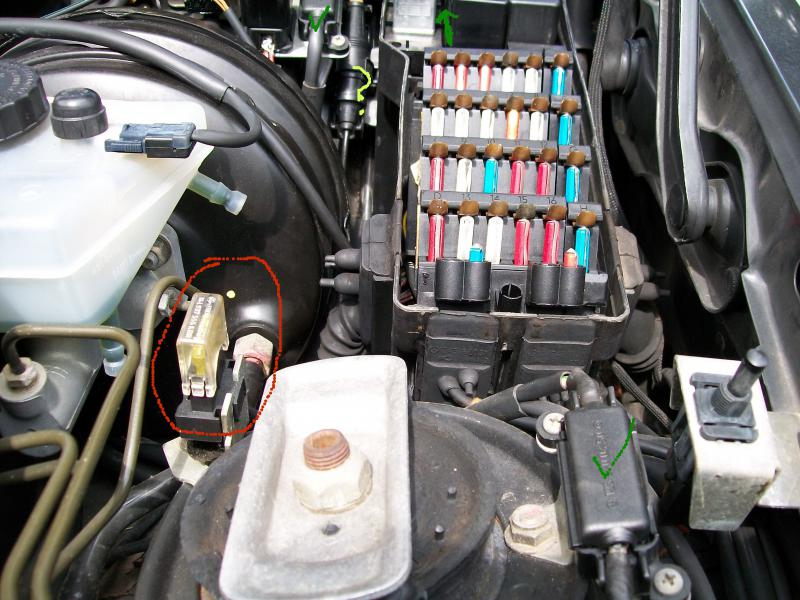 390590d1312844544 air conditioner hot compressor aux fan cc fuse air conditioner hot; compressor, aux fan relay not mercedes benz mercedes w124 fuse box location at webbmarketing.co