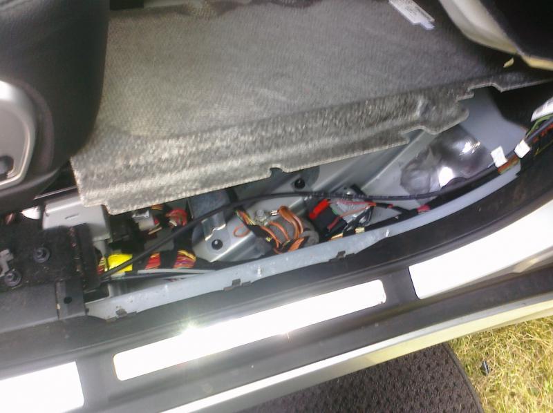 Auxillary Battery Pics Mercedesbenz Forumrhbenzworldorg: 2007 Mercedes R Cl Battery Location At Elf-jo.com