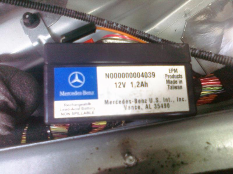 D Auxillary Battery Pics Cimg on Battery For Mercedes R350