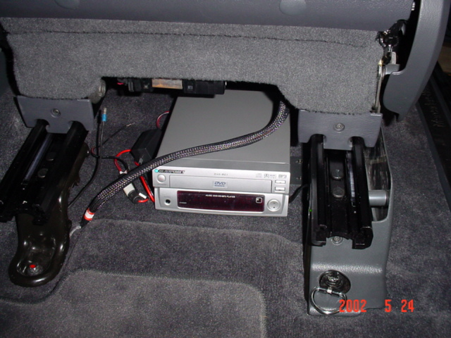 headrest dvd player wiring diagram headrest image help headrest dvd power source wiring mercedes benz forum on headrest dvd player wiring diagram