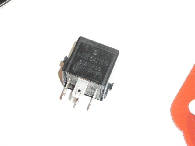 Where Is Fuel Pump Relay Clk320 1999