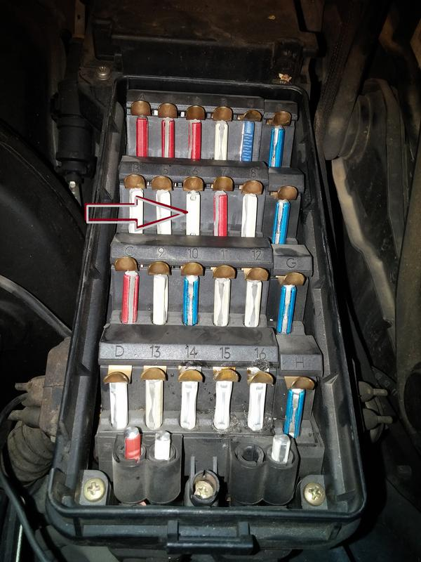 1694057d1448913588 banghead 300ce wheezing sound fuse box fuzebox banghead 300ce wheezing sound from fuse box all gauges dead mercedes w124 fuse box location at webbmarketing.co