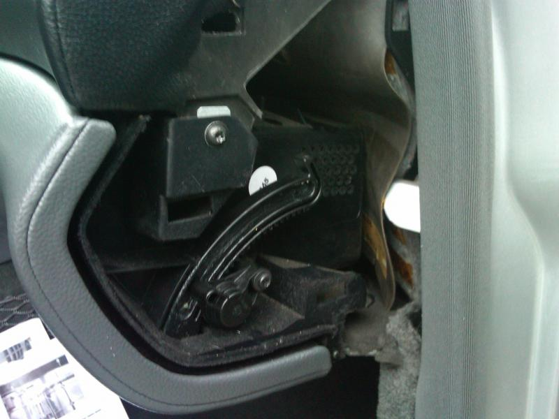 How to open a stuck glove box