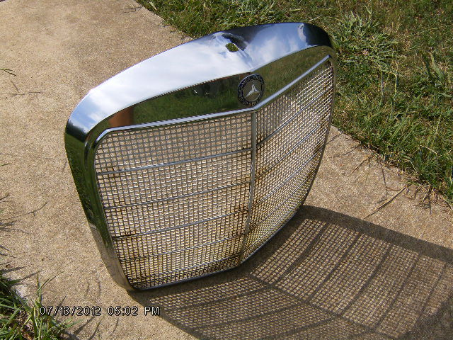 Needed, W111 bullet signal lenses and outer grille shell-hpim2170.jpg