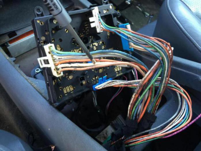 Window switch wiring problems mercedes benz forum for 2000 mercedes benz ml320 window switch