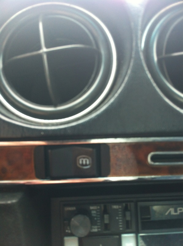 Does anyone know what this button does??-imageuploadedbyautoguide1337264598.332066.jpg