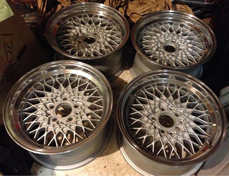 Vintage wheels & hubcaps: BBS, Pentas, Lorinser LO, even a bundt-imageuploadedbyautoguide1408715278.309963.jpg