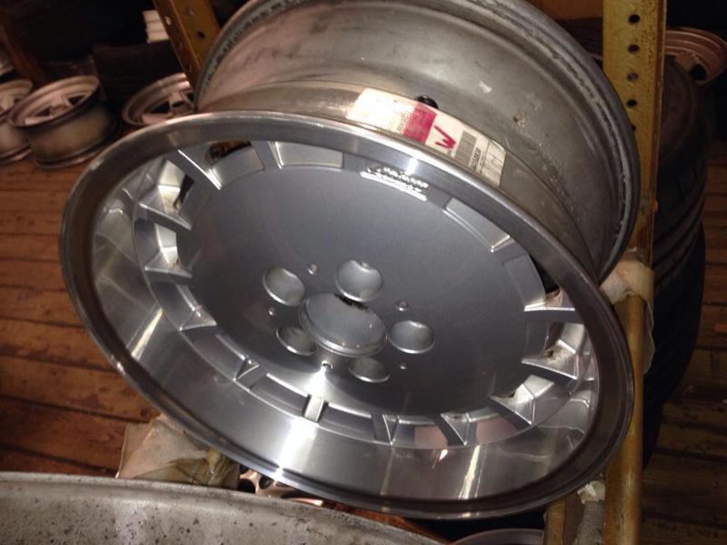Vintage wheels & hubcaps: BBS, Pentas, Lorinser LO, even a bundt-imageuploadedbyautoguide1431565009.395938.jpg