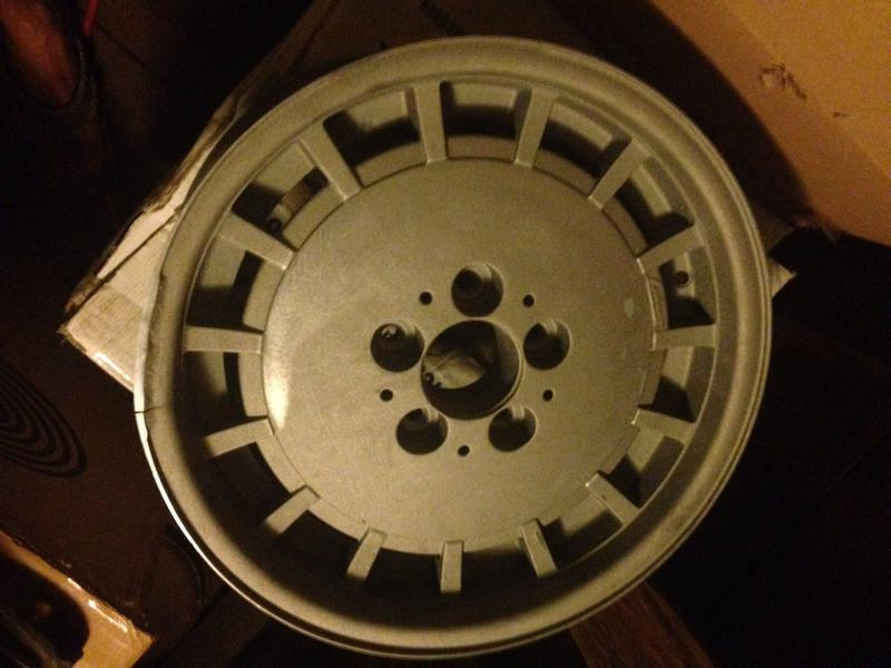 Vintage wheels & hubcaps: BBS, Pentas, Lorinser LO, even a bundt-imageuploadedbyautoguide1444351847.404748.jpg