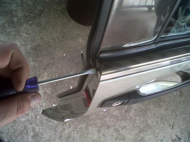 How to replace a front window rubber on door ** PICTORIAL**-img00293-20110318-0905.jpg