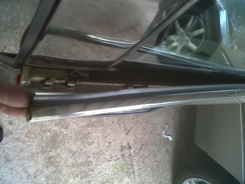 How to replace a front window rubber on door ** PICTORIAL**-img00294-20110318-0905.jpg