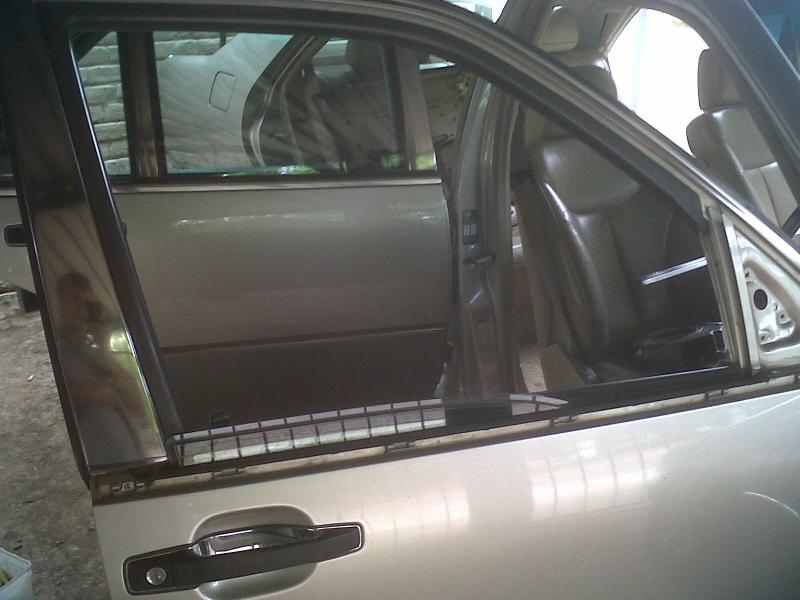 How to replace a front window rubber on door ** PICTORIAL**-img00296-20110318-0914.jpg