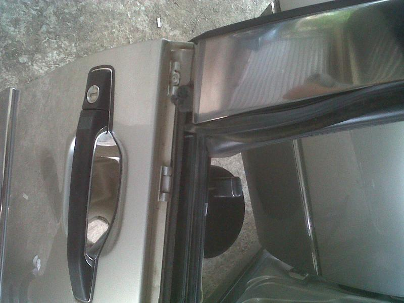 How to replace a front window rubber on door ** PICTORIAL**-img00300-20110318-0922.jpg