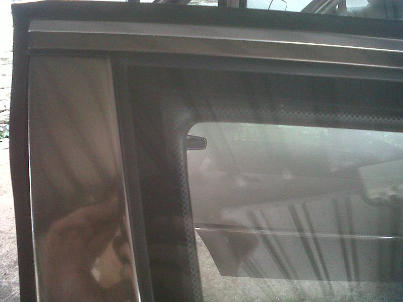 How to replace a front window rubber on door ** PICTORIAL**-img00302-20110318-0931.jpg