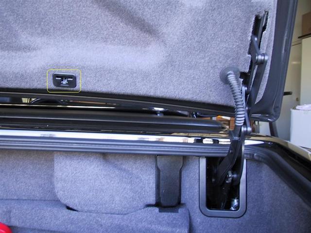 R129 boot lid clip | MBClub UK - Bringing together Mercedes
