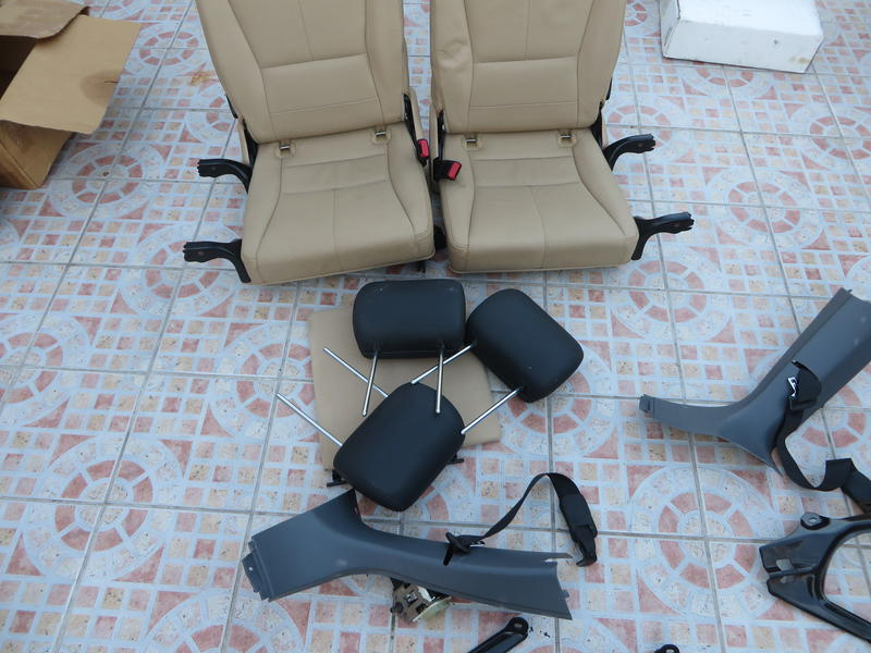 W163  Third Row Seats With Brackets-img_0847.jpg