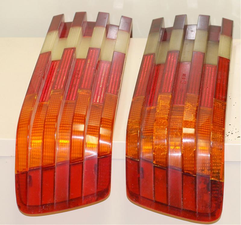 W126 US Tail Light Covers - cracked-img_1324v2.jpg