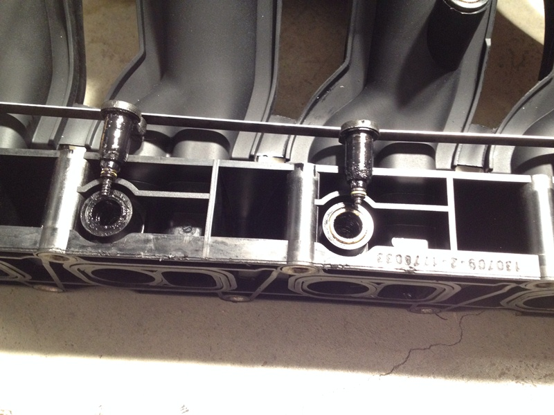 Intake Manifold - ML270CDI - Oil is present and leaking