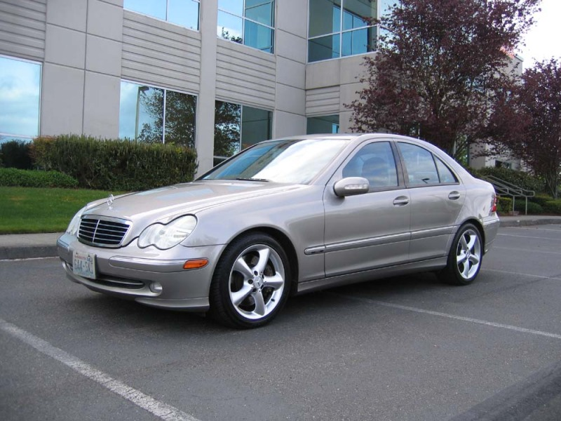 Image gallery mercedes 230 sport for 2004 mercedes benz c class c230