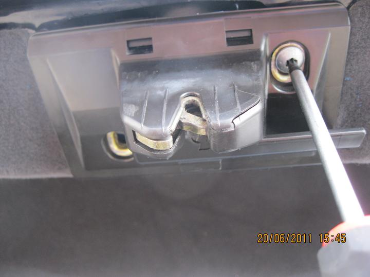 Trunk lock frozen diy pic mercedes benz forum for How to open the trunk of a mercedes benz e320