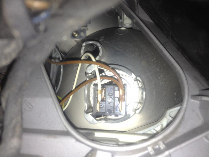 Unusual Headlight Problem S500 2000