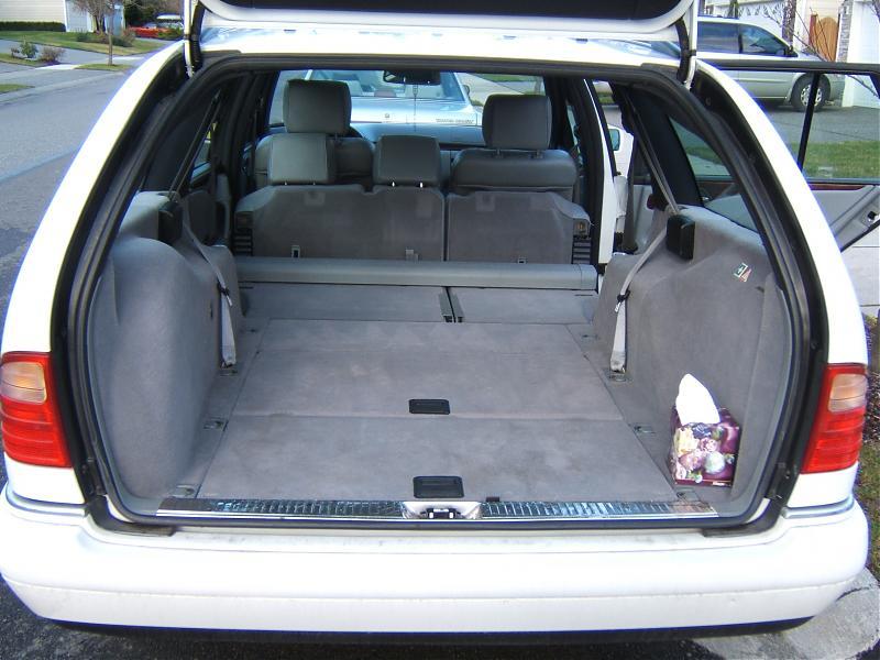 D E Wagon Middle Row Seats Folding Picture