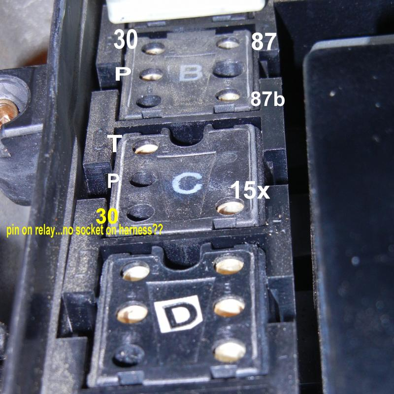 457438d1342805396 power auxiliary fan relay relay box1 power to auxiliary fan relay mercedes benz forum mercedes w124 fuse box location at webbmarketing.co