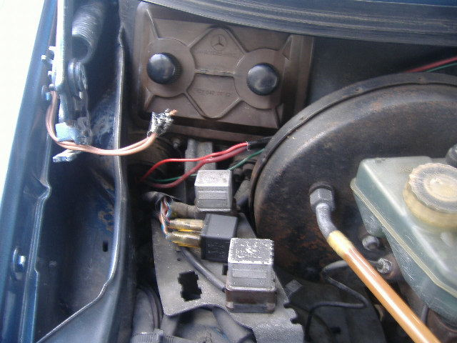 D I Intermittent Fuel Pump New Relay moreover Original besides Dsc likewise D Ml Fuel Pump Wiring Stalled Fuse Boxes moreover D Where Lives Fuel Pump Relay Relays. on fuel pump relay location