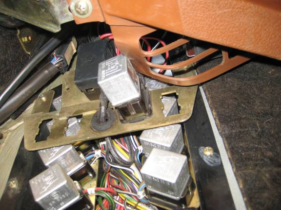 D Testing Fuel Pump Early Djet S Relays Sl likewise D Sl Relay Identification Relay Picture Fuel Pump Relay Medium also D Sl Fuse Box Layout Fuse Panel also Merfp furthermore D Sl Fuel Pump Relay Location Fuelpumprelay Maybe Copy. on mercedes 450sl fuel pump relay location