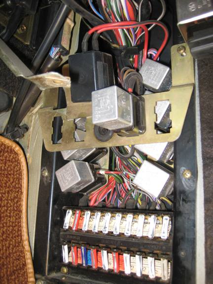 412266d1322492782 1972 350sl 450sl fuse panel electrical relays350sl_1 1972 350sl 450sl fuse panel electrical page 2 mercedes benz forum 1978 mercedes 450sl fuse box cover at highcare.asia