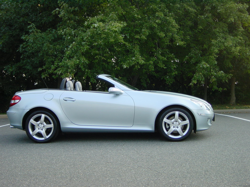 anyone have side-by-side pics of DIAMOND SILVER versus the standard iridium silver?-slk-280-17-amg.jpg